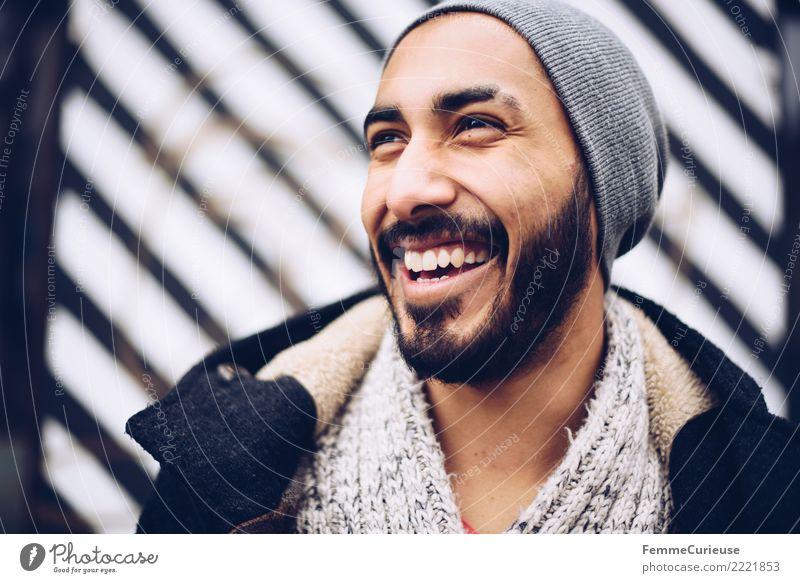 Urban young man (43) maskulin Junger Mann Jugendliche Erwachsene 1 Mensch 18-30 Jahre Mode Bekleidung Freizeit & Hobby Freude Glück Fröhlichkeit Lächeln lachen