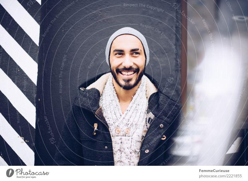Urban young man (15) maskulin Junger Mann Jugendliche Erwachsene Mensch 18-30 Jahre Mode Stadt sportlich attraktiv Bart dunkelhaarig Parka Mantel Jacke