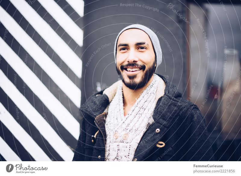Urban young man (58) maskulin Junger Mann Jugendliche Erwachsene 1 Mensch 18-30 Jahre Mode Bekleidung Freizeit & Hobby Gute Laune Lächeln lachen unterwegs