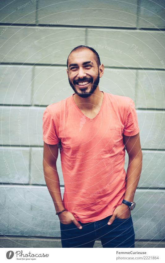 Urban young man (55) Lifestyle maskulin Junger Mann Jugendliche Erwachsene 1 Mensch 18-30 Jahre Mode Bekleidung Freizeit & Hobby Freude T-Shirt Jeanshose