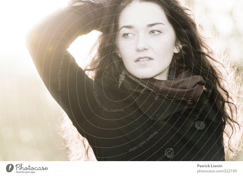 swallow smile Frau Mensch Jugendliche schön Leben feminin Kopf Stil Haare & Frisuren träumen Stimmung Erwachsene Arme elegant Mode ästhetisch