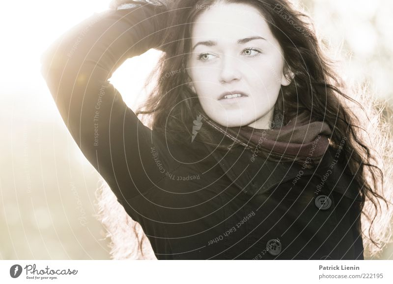 swallow smile Lifestyle elegant Stil schön Haare & Frisuren Leben Mensch Frau Erwachsene Kopf Arme 1 18-30 Jahre Jugendliche leuchten Blick träumen ästhetisch