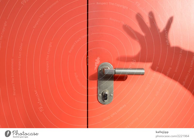 koalitionsverhandlungen Mensch Hand Finger 1 berühren Metalltür rot Tür Adventskalender Öffnung aufmachen Schattenspiel bedrohlich Notausgang greifen Griff