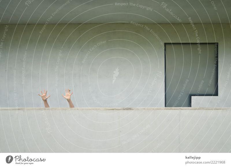 kilroy Mensch Hand Finger Gebäude Architektur Mauer Wand Fassade Balkon Fenster grau Beton winken Hilferuf Bauhaus Dessau resignieren Frieden Farbfoto