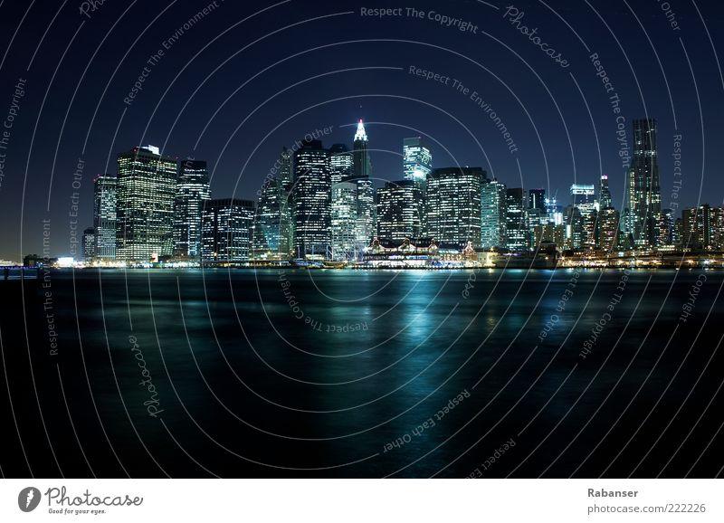 New York Skyline Himmel weiß Stadt blau dunkel Gefühle Business Architektur Kraft Beleuchtung groß Hochhaus neu USA Mut