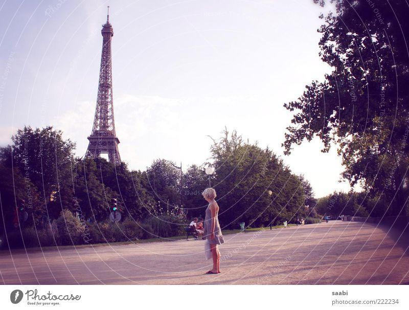 Rendezvous avec Gustave Eiffel Städtereise Sommerurlaub Tour d'Eiffel genießen Blick träumen Sehnsucht Fernweh Leichtigkeit Farbfoto Außenaufnahme Tag Schatten