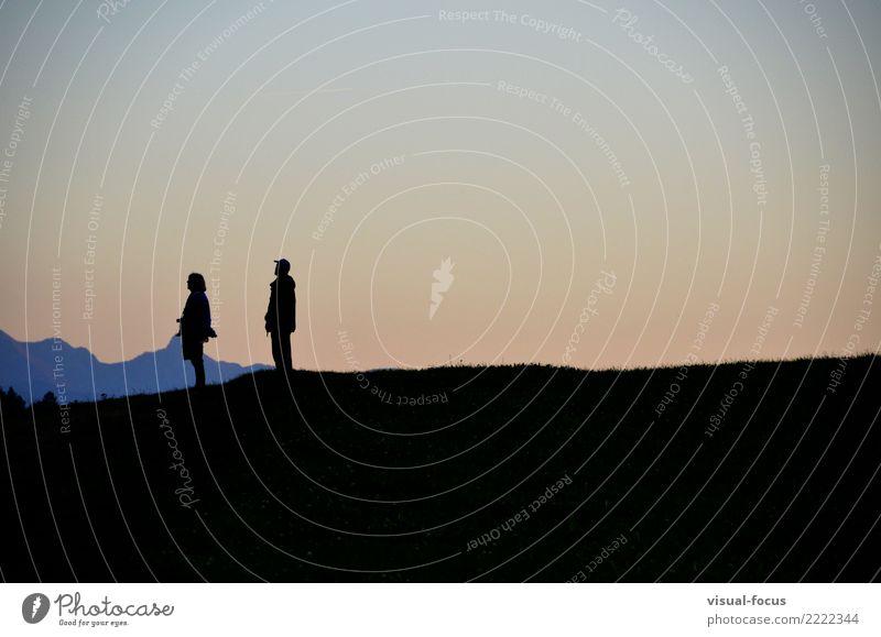 Sonnenuntergang bestaunen Mensch maskulin feminin Weiblicher Senior Frau Männlicher Senior Mann Paar Erwachsene 2 60 und älter Natur Wolkenloser Himmel