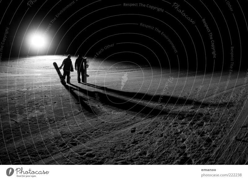 dark riders Mensch Jugendliche weiß Freude Winter Erwachsene schwarz dunkel kalt Schnee Sport Berge u. Gebirge Stil Eis stehen Lifestyle