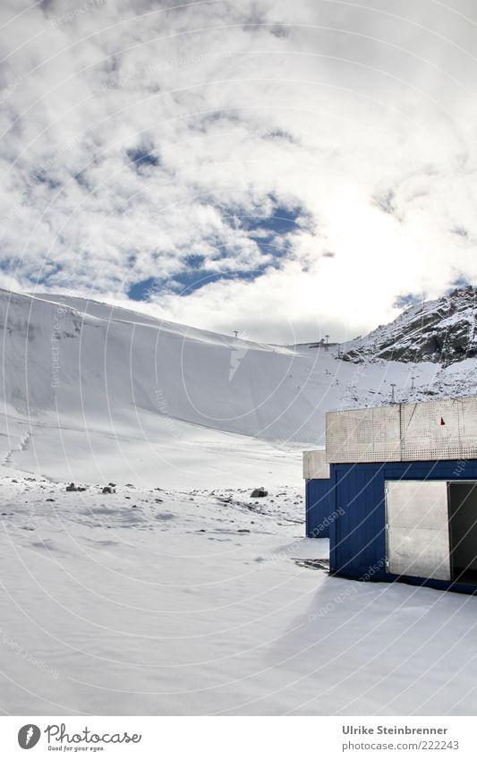 Geräteschuppen Landschaft Wolken Eis Frost Schnee Felsen Alpen Berge u. Gebirge Österreich Schneebedeckte Gipfel Metall glänzend hoch kalt oben blau silber weiß