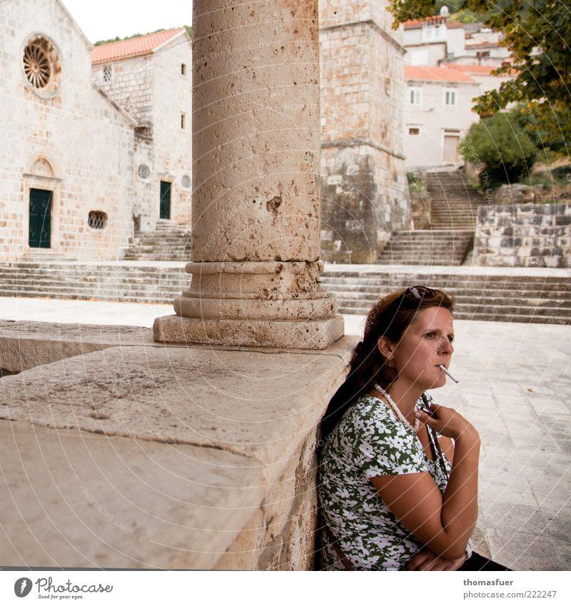 Siesta Ferien & Urlaub & Reisen Tourismus Ausflug Sightseeing Städtereise Sommer Mensch feminin Junge Frau Jugendliche Erwachsene 1 30-45 Jahre Stadt