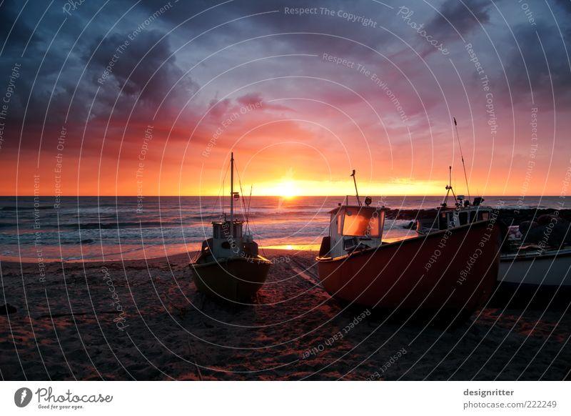 Novembertraum Fischereiwirtschaft Feierabend Himmel Wolken Horizont Sommer Wellen Strand Nordsee Meer Schifffahrt Fischerboot Fischereihafen dunkel Gefühle
