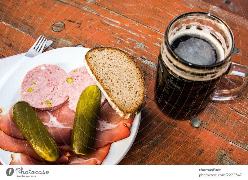 Bier, Wurst, Gurke, Brot, fränkische Brotzeit Lebensmittel Fleisch Wurstwaren Gewürzgurke Ernährung Essen Mittagessen Abendessen Büffet Brunch Picknick Getränk