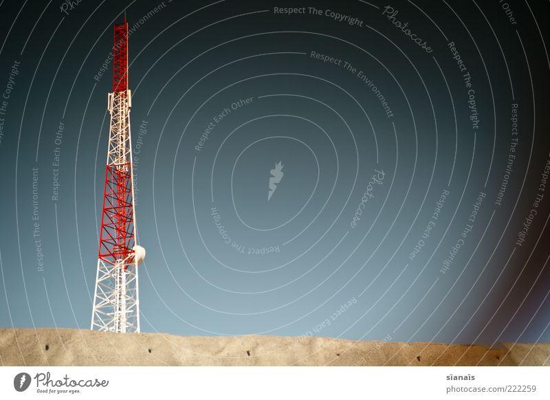 sendungsbewusstsein Ferne Sommer Technik & Technologie Telekommunikation Informationstechnologie bedrohlich trist Fortschritt Kommunizieren Zukunft Marokko