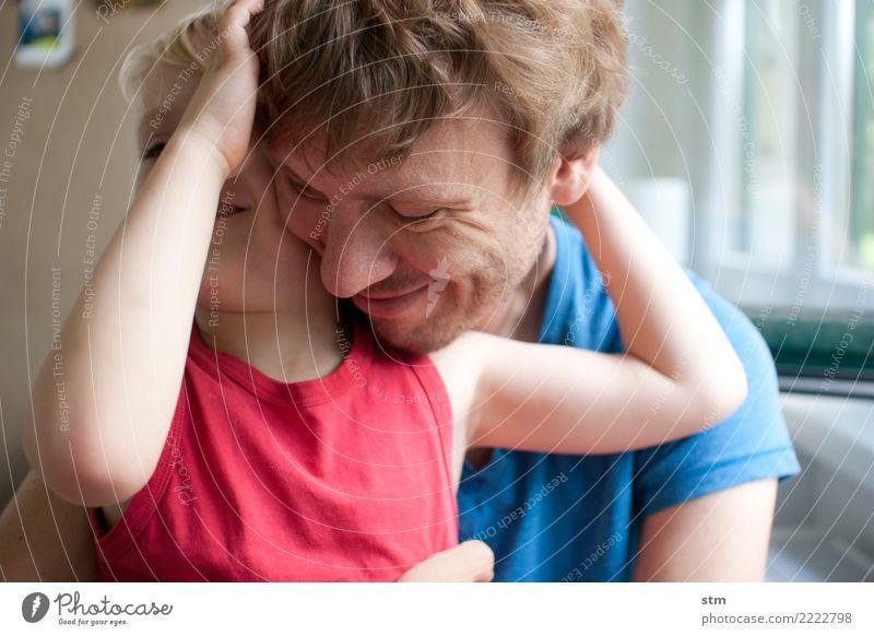 pures glück Kind Mensch Mann Erwachsene Leben natürlich Familie & Verwandtschaft Junge Glück Spielen Zusammensein Häusliches Leben Kindheit blond Lächeln