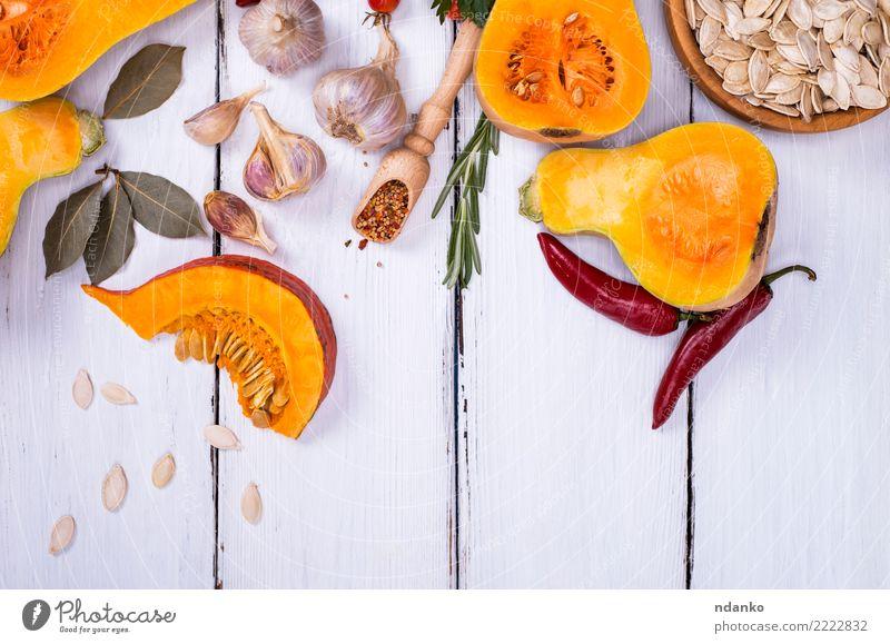 Resh Kürbis mit Samen Natur weiß rot Essen gelb Herbst natürlich Holz Ernährung Dekoration & Verzierung frisch Tisch Kräuter & Gewürze Küche Gemüse Jahreszeiten