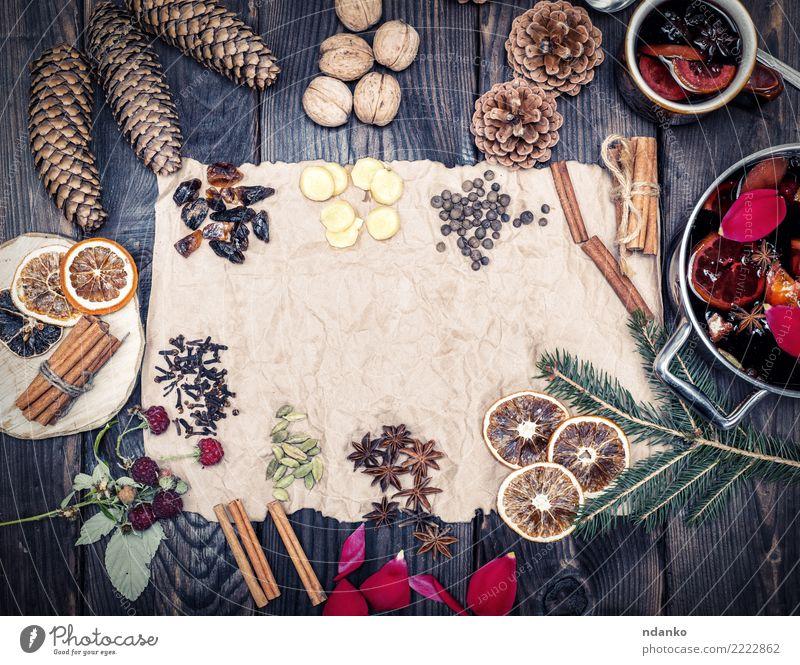Papier und Gewürze Kräuter & Gewürze Getränk Alkohol Glühwein Topf Pfanne Holz heiß oben retro braun rot süß trinken Feiertag Anis Ingwer festlich Zapfen Wein