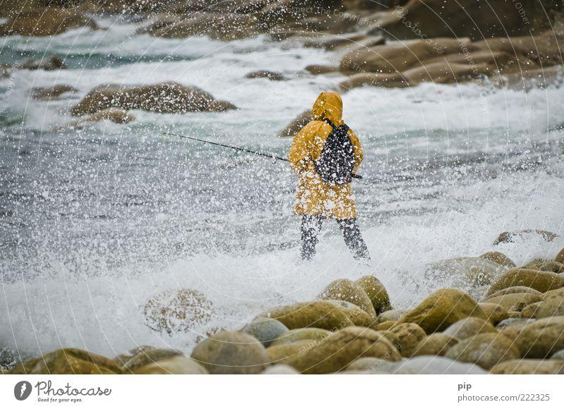 fischn is päschn Mensch Mann Wasser Meer Strand Erwachsene Küste Wellen Freizeit & Hobby Felsen nass frisch stehen Tropfen 18-30 Jahre stark