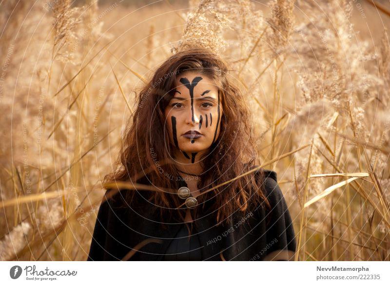 Catcher in the Reed Mensch Jugendliche Pflanze Erwachsene Einsamkeit Gesicht Auge feminin dunkel Kopf Gras Haare & Frisuren Garten Kunst braun Kraft