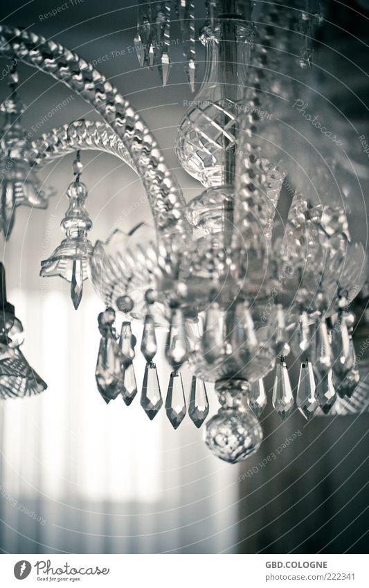 Deckenklunker Reichtum Lampe Glas reich retro grau schwarz weiß Kronleuchter Beleuchtung Deckenlampe hängend Kristallstrukturen Bleikristall