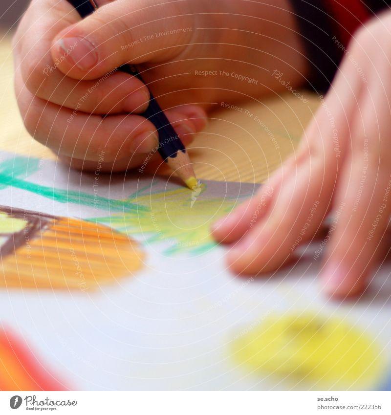 Naive Kunst IV Kind Mensch Hand schön gelb Glück Kunst Kindheit Zufriedenheit Finger Fröhlichkeit Papier festhalten malen Kreativität zeichnen