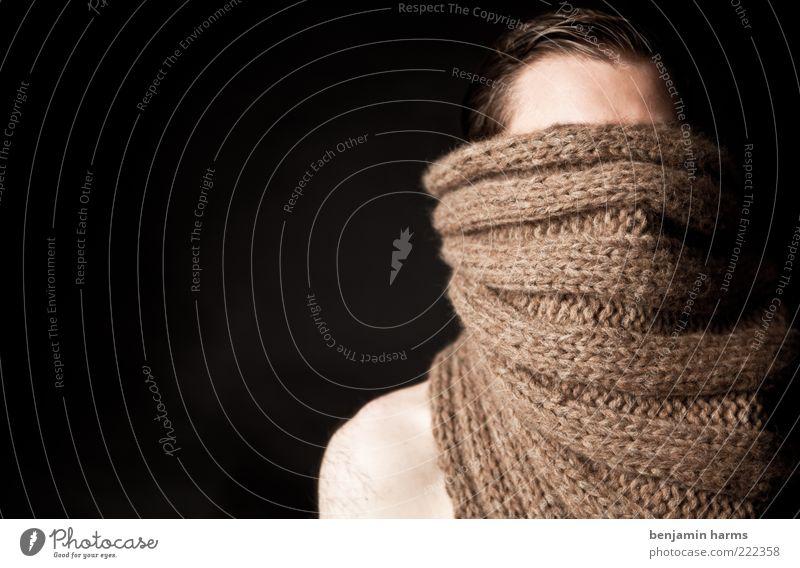 wir Mensch Mann Stimmung braun maskulin Porträt verstecken anonym Schal Frustration Zukunftsangst verdeckt Stirn unsichtbar kurzhaarig schweigen