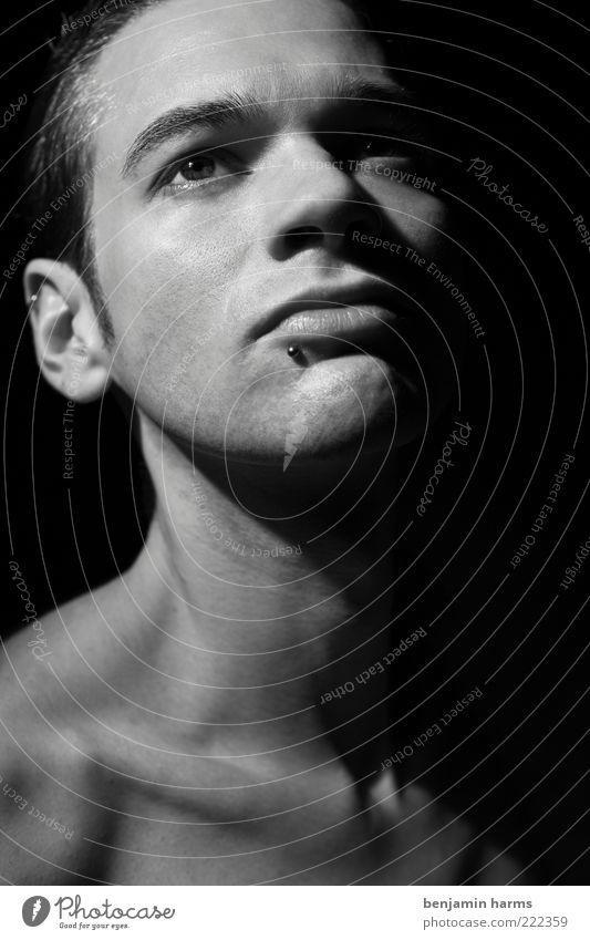 weiches hart gemacht Mensch Jugendliche schön Gesicht Kopf Erwachsene Kraft elegant maskulin Coolness fest stark 18-30 Jahre Mann Piercing Stolz