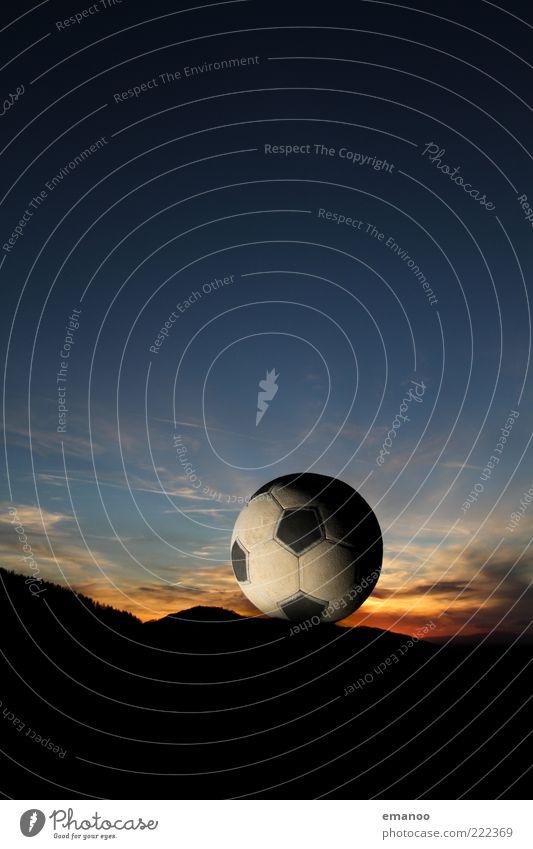schwarzwald fussball. Fußball Ball Umwelt Natur Landschaft Himmel Horizont Klima Wetter Hügel Berge u. Gebirge Gipfel Originalität rund blau Schwarzwald