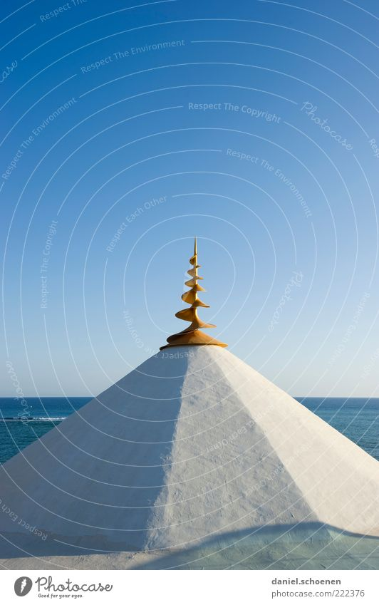 spitz blau weiß Sommer Meer Strand Haus Küste Sand Schönes Wetter Dekoration & Verzierung Dach Spitze Sommerurlaub Wolkenloser Himmel Spirale Blauer Himmel
