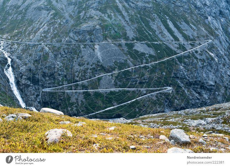 Fahrspaß Natur Einsamkeit Straße Berge u. Gebirge Landschaft Wege & Pfade Ausflug Tourismus Urelemente einzigartig außergewöhnlich Verkehrswege Risiko Wasserfall Norwegen Expedition