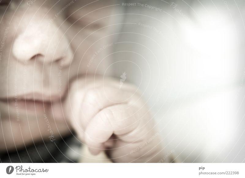 la le lu Mensch Baby Gesicht Nase Mund Hand Finger 1 0-12 Monate schlafen träumen Zufriedenheit Geborgenheit unschuldig zart Daumen ruhig ruhen Farbfoto