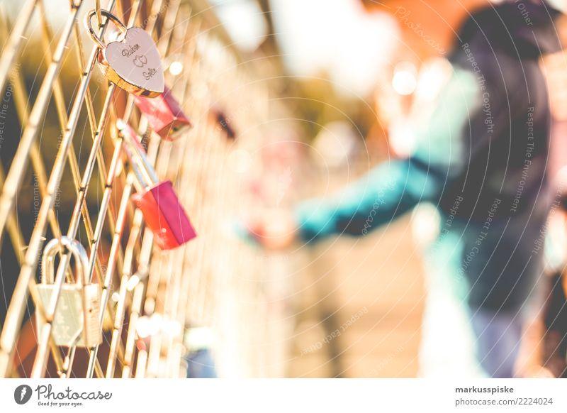 in ewiger liebe Lifestyle Freude Glück Wohlgefühl Zufriedenheit Sinnesorgane Liebe Liebespaar Liebeserklärung Liebesbekundung Liebesgruß Liebesbeziehung