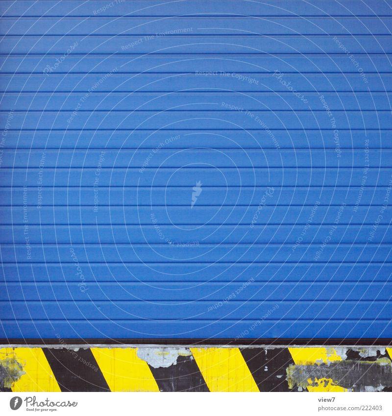 blue. Handel Güterverkehr & Logistik Industrieanlage Fassade Tür Stein Beton Metall Zeichen Linie Streifen alt ästhetisch authentisch einfach elegant modern