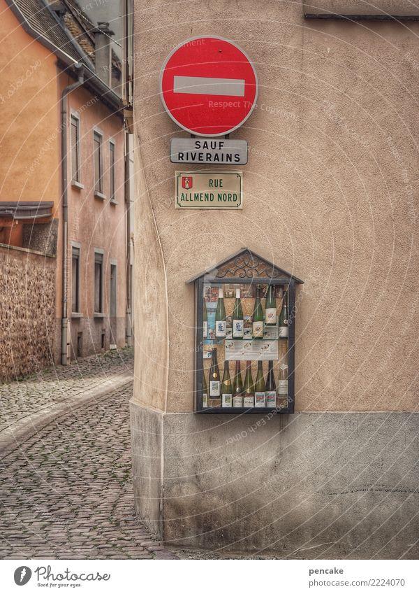 vom lieben und lassen | sauf Haus Architektur Wege & Pfade Fassade Idylle Schilder & Markierungen Kultur genießen Zeichen Getränk Frankreich Dorf Altstadt Wein