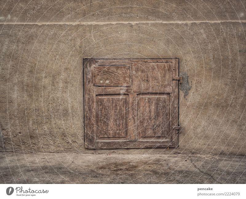 laden dicht? Altstadt Haus Fenster historisch retro braun Kellerfenster Fensterladen Altbau Elsass Mauer geschlossen Farbfoto Gedeckte Farben Außenaufnahme