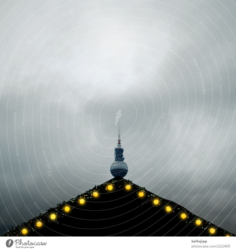 berliner weihnachtsmarkt Wolken dunkel Berlin Feste & Feiern Dach Dekoration & Verzierung leuchten Kugel Handel Berliner Fernsehturm Antenne schlechtes Wetter