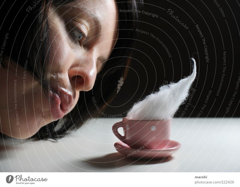 pust Frau Mensch Gesicht feminin Erwachsene rosa Lebensmittel Getränk süß Rauch Geschirr blasen Tasse brünett Ernährung Espresso