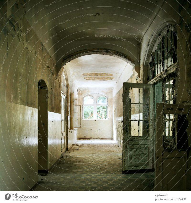Zu Ende gedacht ruhig Haus Einsamkeit Wand Fenster träumen Mauer Raum Tür Zeit ästhetisch Boden Ziel Wandel & Veränderung Vergänglichkeit einzigartig