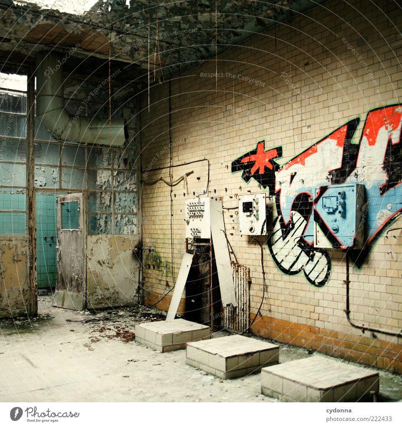 Freie Gestaltung Lifestyle Raum Industrieanlage Ruine Mauer Wand Tür Graffiti ästhetisch Design Endzeitstimmung Idee einzigartig Kreativität ruhig stagnierend