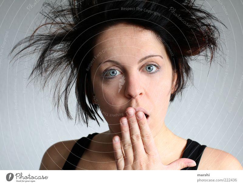 oh schreck... Mensch Frau Hand Gesicht Erwachsene feminin Gefühle Haare & Frisuren Stimmung brünett Überraschung Gesichtsausdruck Behaarung erstaunt Entsetzen