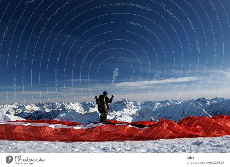 Warten auf den Wind Natur Ferien & Urlaub & Reisen Winter Ferne Schnee Berge u. Gebirge Freiheit Landschaft fliegen Abenteuer Tourismus Freizeit & Hobby Alpen Stoff Gipfel Mut