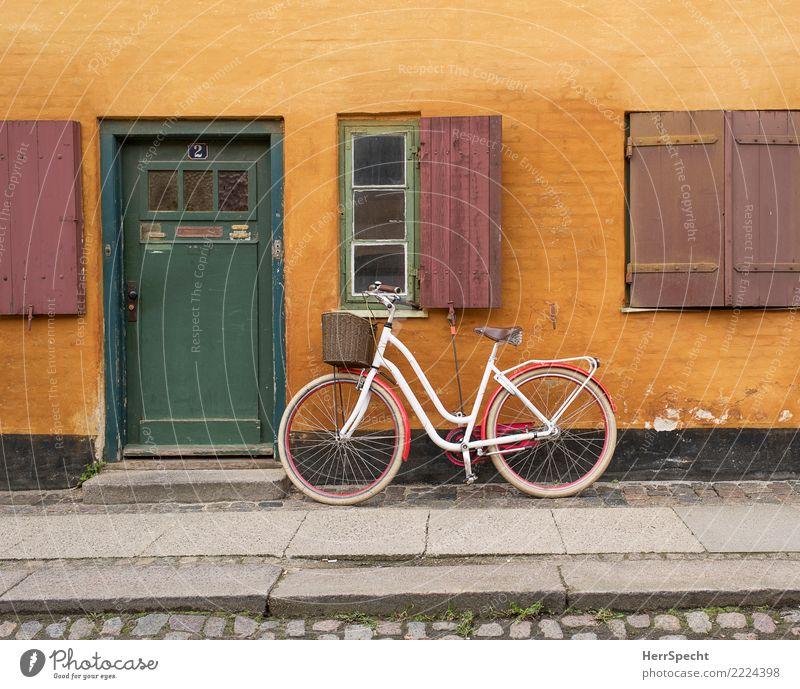 sehr hyggelig Ferien & Urlaub & Reisen Tourismus Ausflug Städtereise Fahrradtour Sommer Kopenhagen Haus Einfamilienhaus Bauwerk Gebäude Mauer Wand Fenster Tür