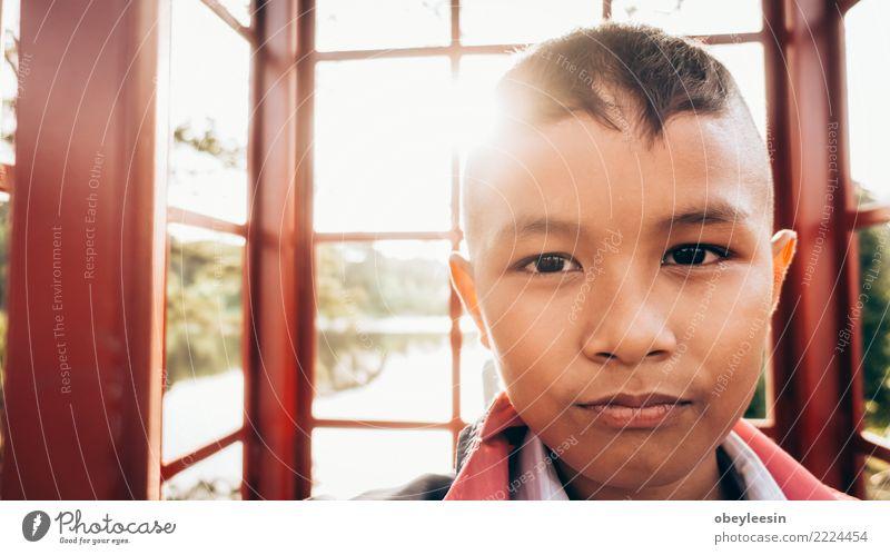 Kind Einsamkeit Traurigkeit Textfreiraum Angst Kindheit Armut Trauer Asien Wut Schmerz Stress Gewalt Verzweiflung Sorge Enttäuschung
