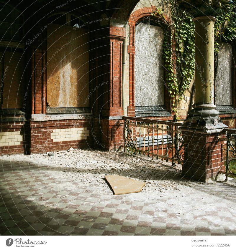 Fehlstück ruhig Haus Einsamkeit Fenster träumen Architektur gehen Zeit Fassade geschlossen Lifestyle Wandel & Veränderung Vergänglichkeit verfallen geheimnisvoll Fliesen u. Kacheln