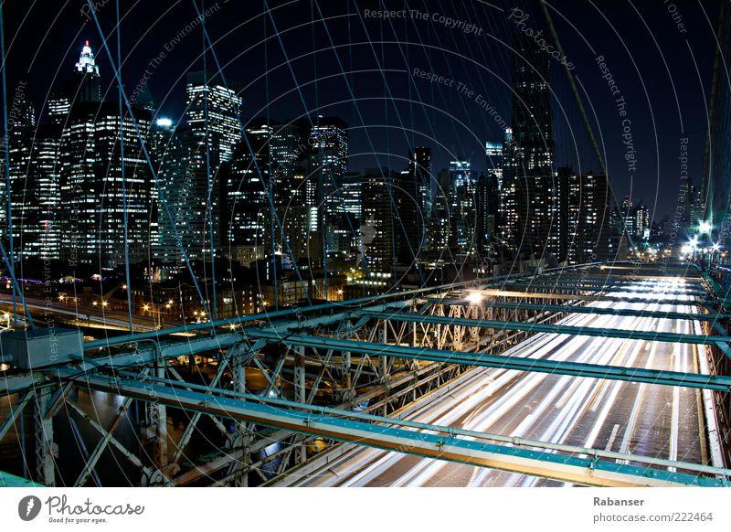Brooklyn Bridge Traffic Stadt Hauptstadt Hafenstadt Skyline Haus Hochhaus Brücke Bauwerk Verkehr Verkehrsmittel Verkehrswege Straßenverkehr PKW Metall alt
