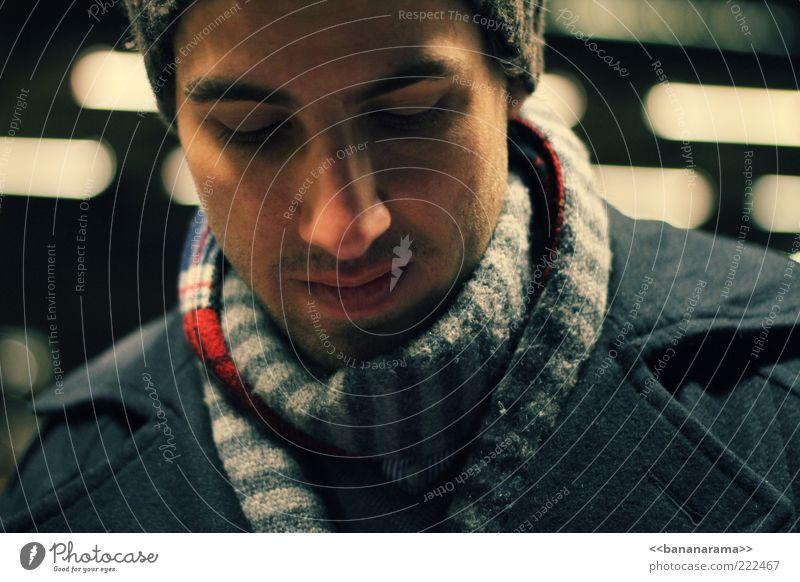 time's passing by Stil Gesicht maskulin Junger Mann Jugendliche Erwachsene 1 Mensch 18-30 Jahre Mode Mantel Schal Mütze Dreitagebart Denken authentisch schön