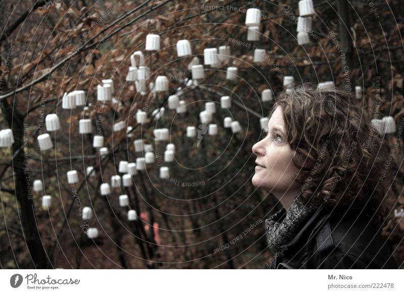 sinneswandel I Natur Gesicht ruhig Wald Leben feminin Herbst träumen Kopf Denken Umwelt Kunst Hoffnung authentisch beobachten Vertrauen