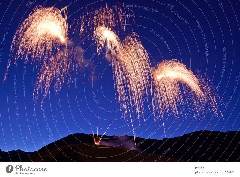 600 blau Freude schwarz Berge u. Gebirge oben Feste & Feiern glänzend gold Fröhlichkeit Feuer Zukunft Hoffnung Show Wunsch Hügel Silvester u. Neujahr