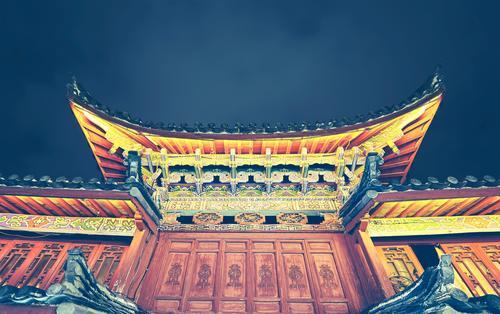 Traditionelles chinesisches Dach. Architektur Gebäude Kultur erleuchten Dorf Asien Reichtum China Kunstwerk antik Yunnan Lijiang