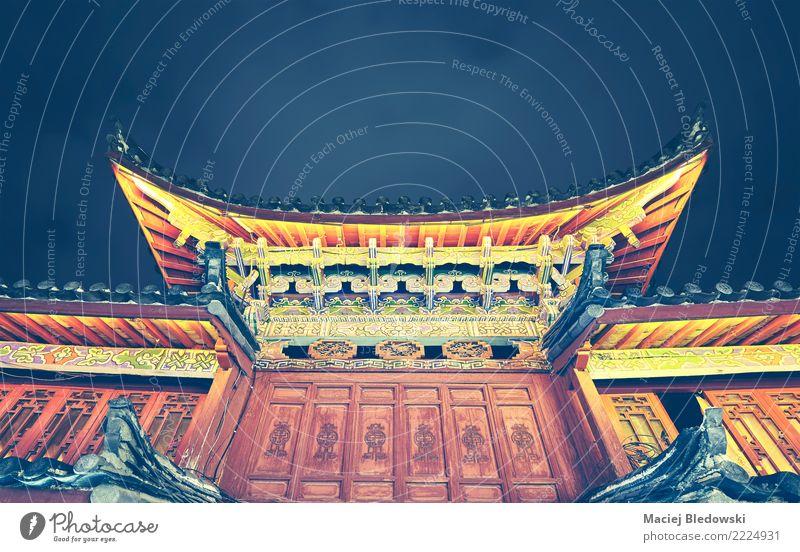 Traditionelles chinesisches Dach. Kunstwerk Architektur Kultur Dorf Gebäude Reichtum Chinesisch China antik Instagrammeffekt Asien nachschlagen Orientalisch