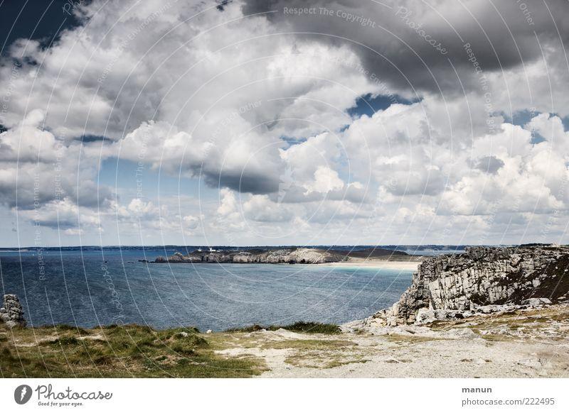 Fernweh Ferne Natur Landschaft Urelemente Erde Sand Wasser Wolken Gewitterwolken Wetter Gras Sträucher Moos Küste Strand Bucht Meer Atlantik Bretagne Felsen